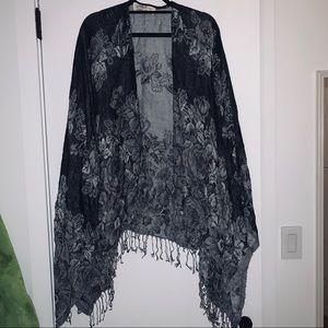 Abercrombie & Fitch Black and Gray Kimono Sweater